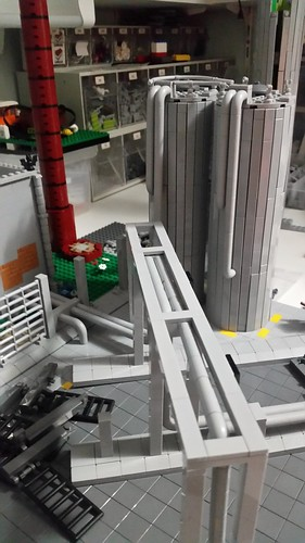 The 2 front silo's are nearly finished | by Aawsum MOCs Lego