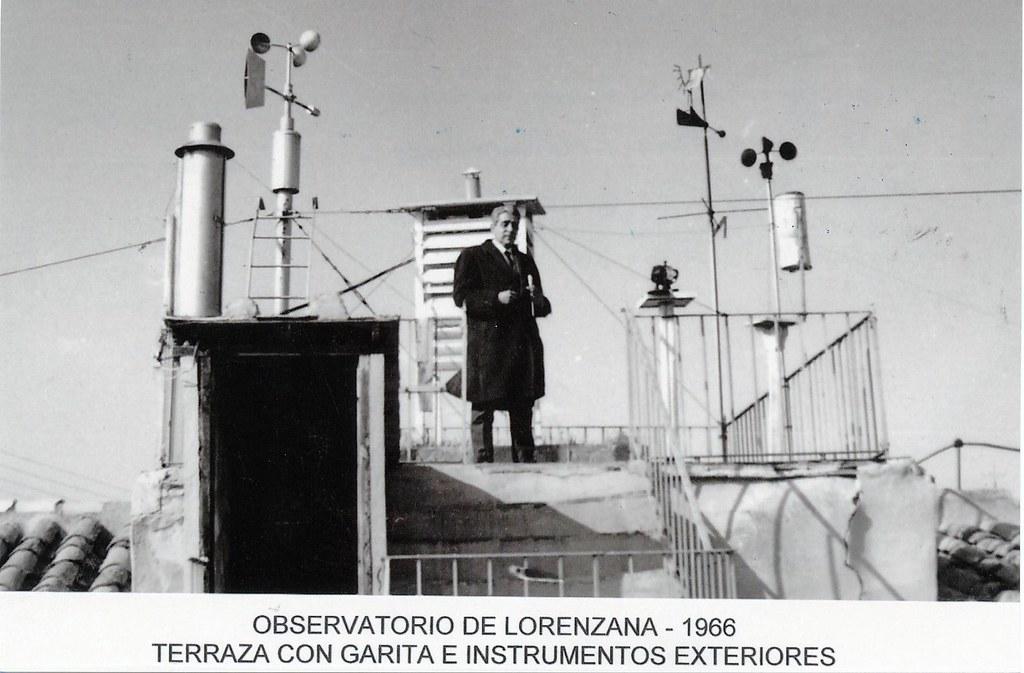 Observatorio Meteorológico de Lorenzana en 1966. Terraza con garita e instrumentos exteriores. Colección de Fernando Aranda.