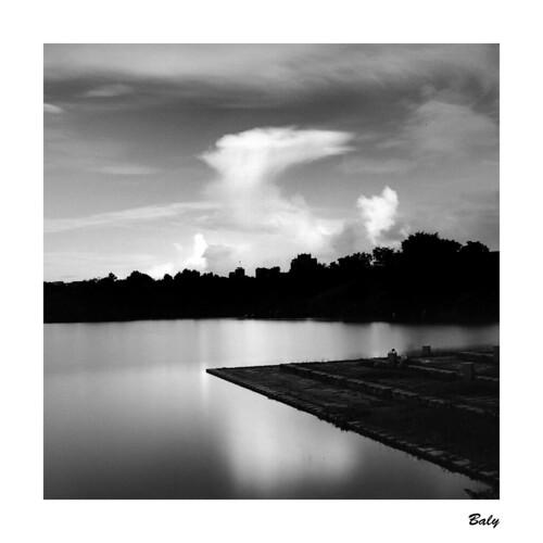 yilan county 宜蘭 羅東運動公園 taiwan hasselblad 503 cx 80mm f28 hp5 lc29 cloud geometry reflection 羅東鎮 sunset silhouette sky film