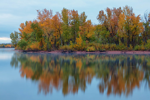 trees reflections lake fall autumn colors landscape cloudy lakechatfield chatfieldstatepark colorado longexposure le