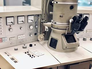 """Microscope électronique à transmission """" Elmiscop 102 """", Siemens, 1973"""