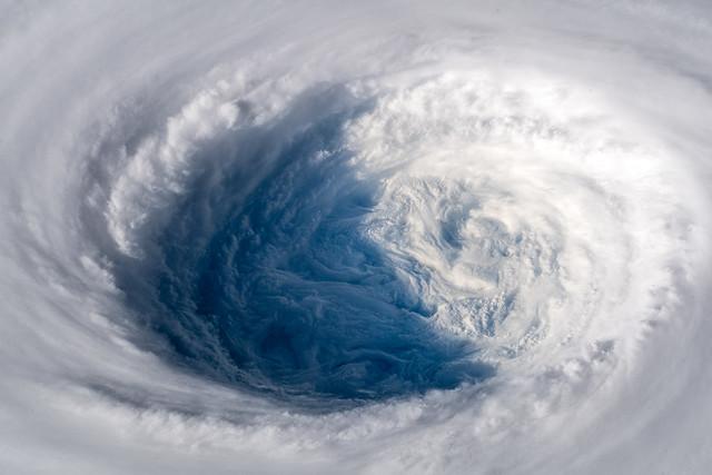 Super Typhoon Trami   Supertaifun Trami