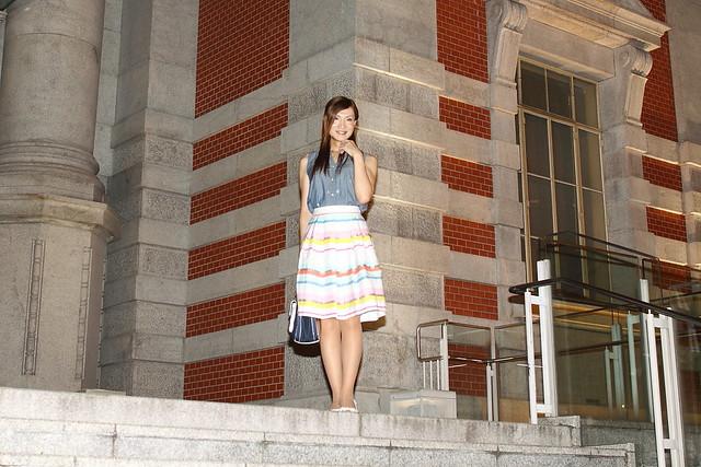 Blue sleeveless shirt and Striped skirt_6