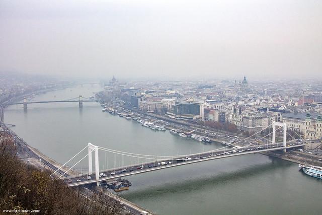 Vista dalla collina Gellért (Gellèrthegy) con Ponte Elizabeth