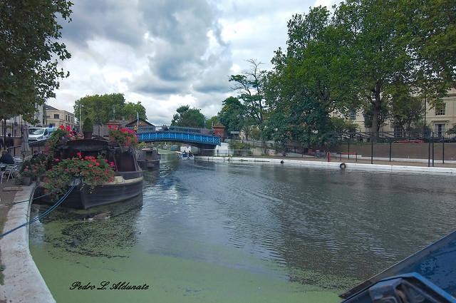 Little Venice, Pequeña Venecia con barcaza con flores