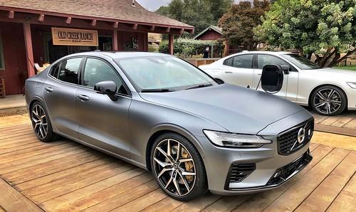 2019_Volvo_S60_Sedan_004 Photo