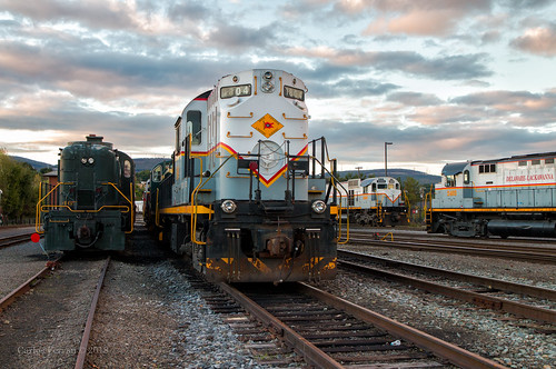 alco american locomotive works mlw montreal diesel train trains yard steamtown scranton pennsylvania pa sunset evening clouds urban rails high hood dlwr 1804 2403 rs11 m430 c636