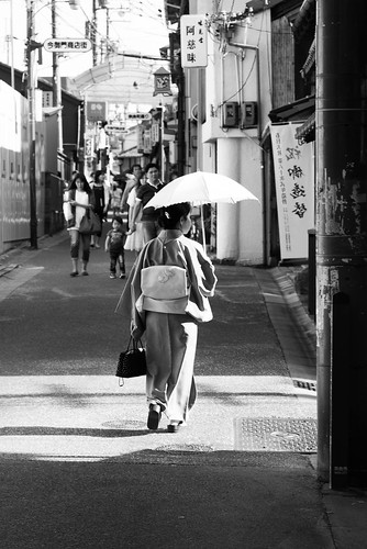 japan japon nihon april 2015 april2015 street streetphotography black white blackandwhite bw traditionnal kimono nara sunset nikon d600 nikond600 sigma 2470 sigma2470f28