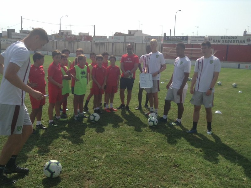 Norwich City community work with Puebla CF U12s (7)