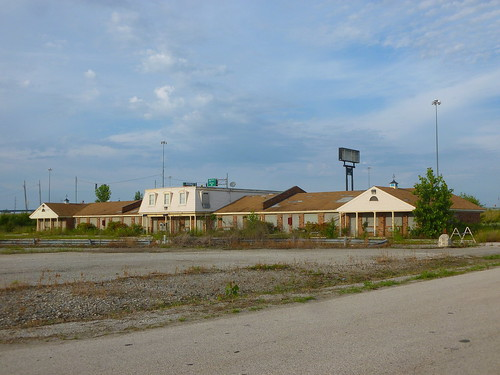 Dennys in Fremont, Ohio | Here is a former L-K Motel