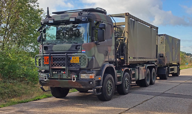 Scania 8x8 Tank-Tainer and drawbar
