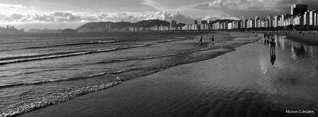 Cinqüenta Tons De Cinza Foto: Marcus Cabaleiro Site: https://marcuscabaleirophoto.wixsite.com/photos  Blog http://marcuscabaleiro.blogspot.com.br/  #marcuscabaleiro #santos #sp #brasil #praia #imagem #arte #nikon #bw #pb #areia  #photographer #brazil #pho
