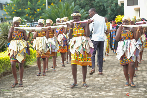 Mmensuon processing Convocation to the congregation venue