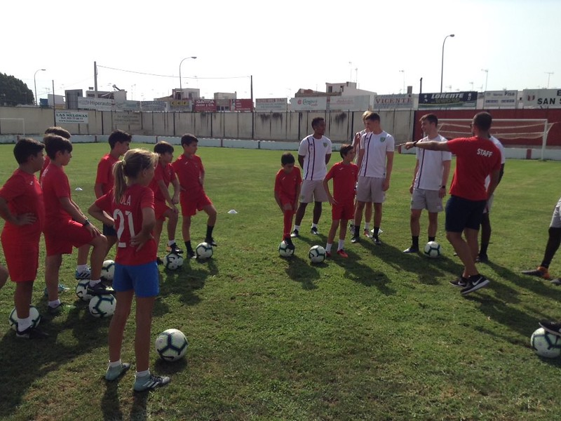 Norwich City community work with Puebla CF U12s (4)