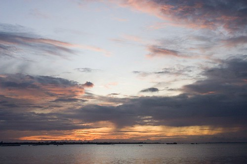sunrise river boat cambodia phnompenh tonlesap