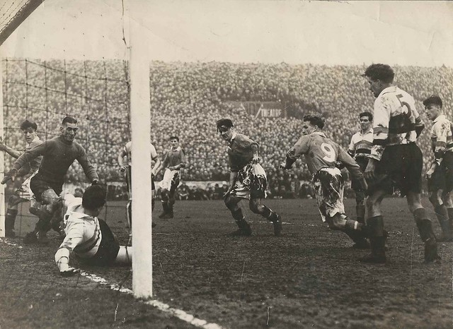Manchester United v Bradford Park Avenue-FA Cup 4th Round 2nd Replay 1948-9