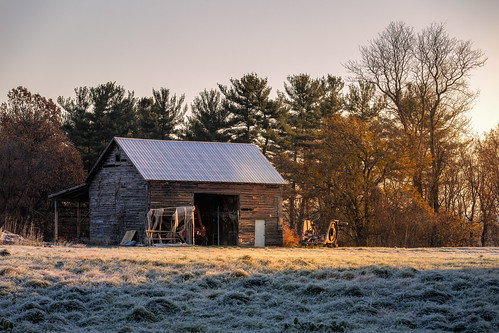 canon 5dmk4 ef70200f28isiiusm hudsonvalley catskillnewyork canonllenses catskill upstatenewyork frost sunrise sunlight trees backroads barn