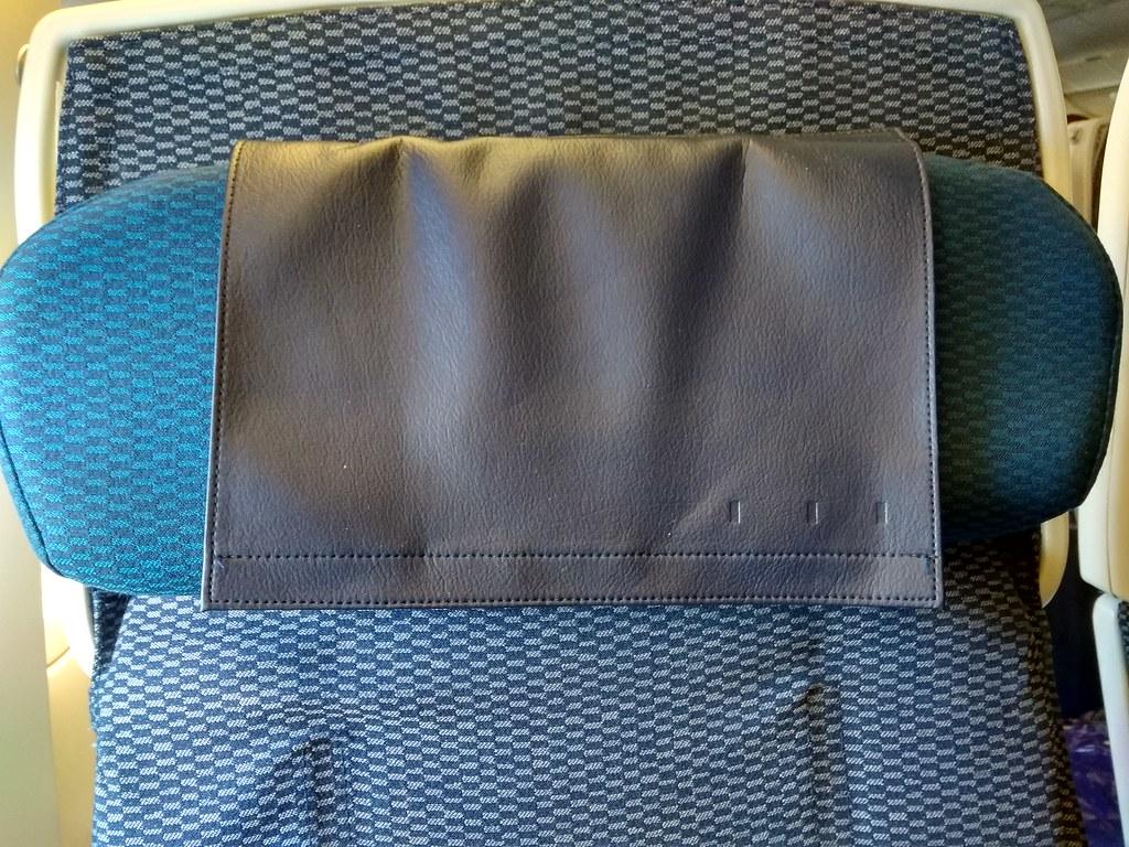 全日空经济舱座位枕头