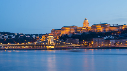 budapest buda budacastle parliament danube donau river water bluehour longexposure lights architecture city cityscape citycenter landmark ungarn hungary magyar eu europe europa april 2018 frühling spring
