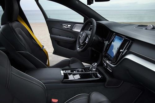 2019_Volvo_S60_Sedan_013 Photo