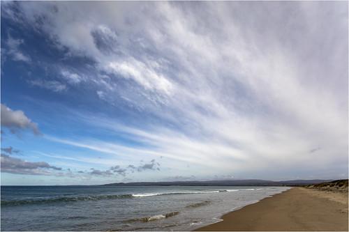 australia australien tasmania tasmanien beach coast sand stones rocks bluesky clouds cloudy wolken bewölkt fels wasser water canoneos5dmarkiv ef2470mmf28liiusm ninemilebeach
