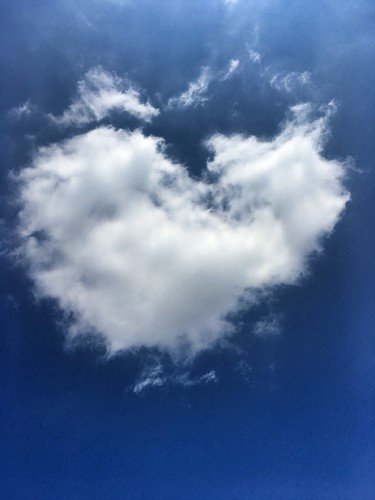 chemtrails chemtrail sky himmel hinmel creativecommons cc marfis75 zeichen sign figur cloud wolke ich herz heartbeat heart liebe love will go wolkig cloudy tag blau weiss himmlisch iphone