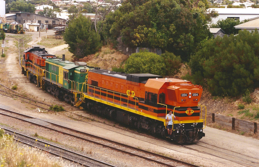 1204 + 842 & 906 DEPARTING PORT LINCOLN LOCO 5th Jan 2005 by Peter Cousins