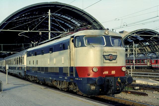 FS E 444.005 Milano Centrale. Fine Anni 80