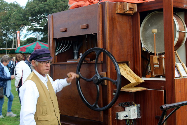 Barrel Organ 'die Stadt Worckum', the organ grinder