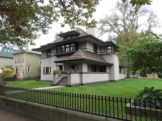 Hills-DeCaro House, Oak Park