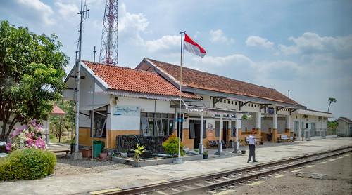 station stasiun railway keretaapi indonesia jawa java dutch heritage building architecture jawatengah centraljava songgom brebes