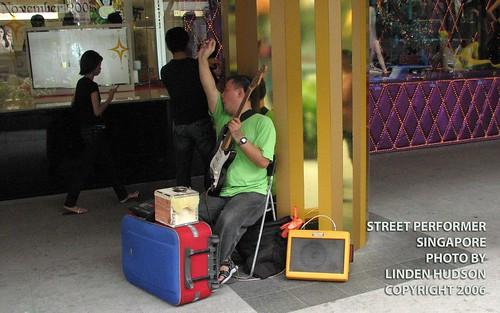STREET PERFORMER - SINGAPORE   by lindenhud1