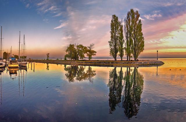 Allons voir un Coucher de Soleil à Auvernier. Canton de Neuchâtel, Switzerland. Izakigur 15.10.18, 18:45:24 .
