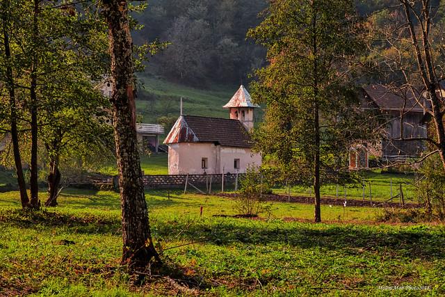 Pogled na grobljansku crkvicu u Goršetima