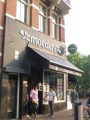 De Moeders, Amsterdam