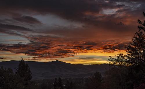 ashland sunrise southern oregon sky nikon d750 nikkor 50mm f18g landscape trees mountains al case