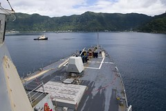 USS Shoup (DDG 86) sails into the harbor of Pago Pago for a port visit, Oct. 27. (U.S. Navy/MC2 William Collins III)