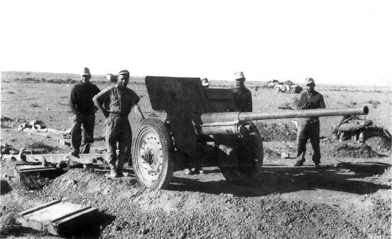 German gunners near FK 296 anti-tank gun in Libya