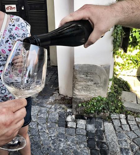 Viiniä opastetulla kierroksella. Jes! | by helipekkarinen