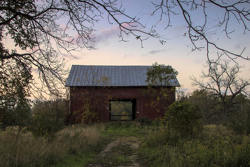 2018 ovyober kevinpovenz westmichigan michigan earlymorning early barn red trees landscape canon7dmarkii