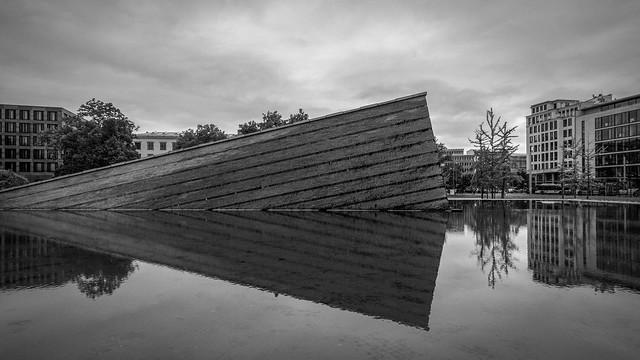 F0414  ~ The Sinkende Mauer
