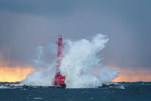 fall getolympus lighthouse michigan muskegon puremichigan lake waves lakemichigan water sunset peremarquette omdem1mkii omd olympus oly 40150 40150mm olympusm40150f28 mc14 em1mkiiomdem1markii