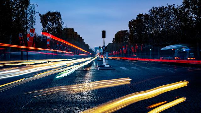 Evening traffic on Champs Élysées, Paris