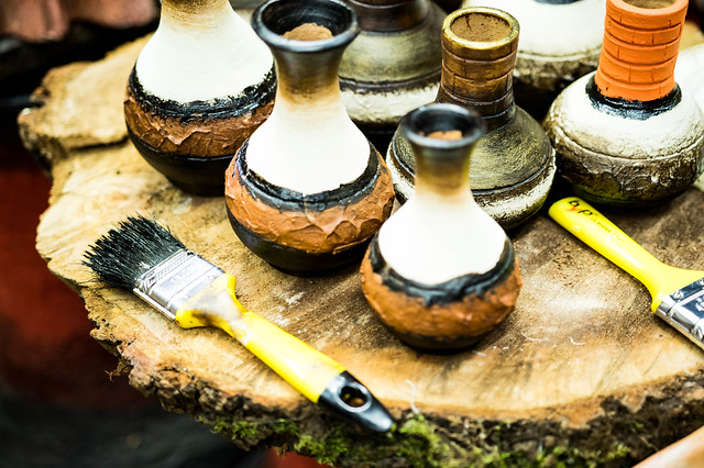 Painting clay vessels