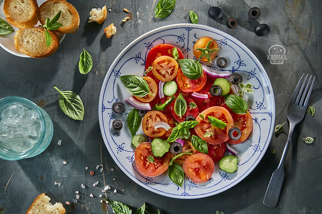 Salad with tomatoes and basil