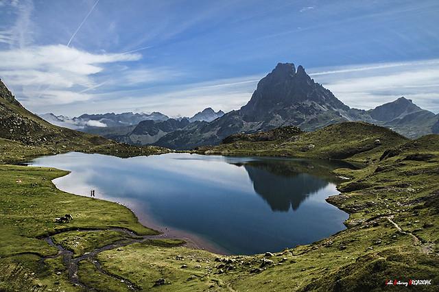 Reflejos del Midi en el lac Gentau