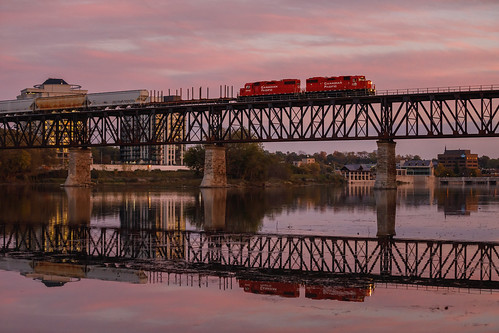 canadianpacific trestle grandriver galtsubdivision cambridge ontario canada train trains railroad railfan railway railroading locomotive emdgp382 sunset autumn october sky