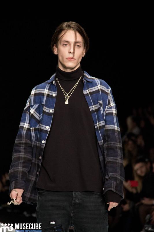 mercedes_benz_fashion_week_black_star_wear_024