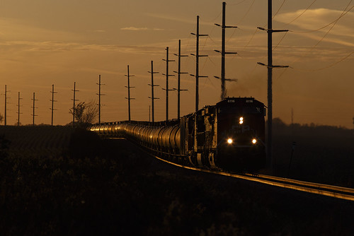 ethanol ethanoltrain cp cp8116 canadianpacificrailway ge geac4400cwm ac4400cwm glint sunset wasecasubdivision
