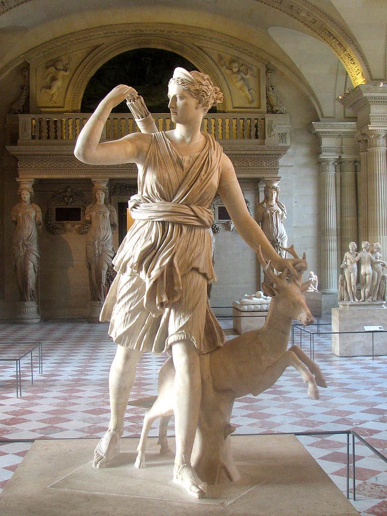 Muse du Louvre Sculpture Diana of Versailles